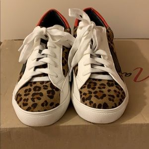Soft leopard print and faux leather star sneakers